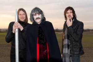 noel-fielding-kasabian-video3
